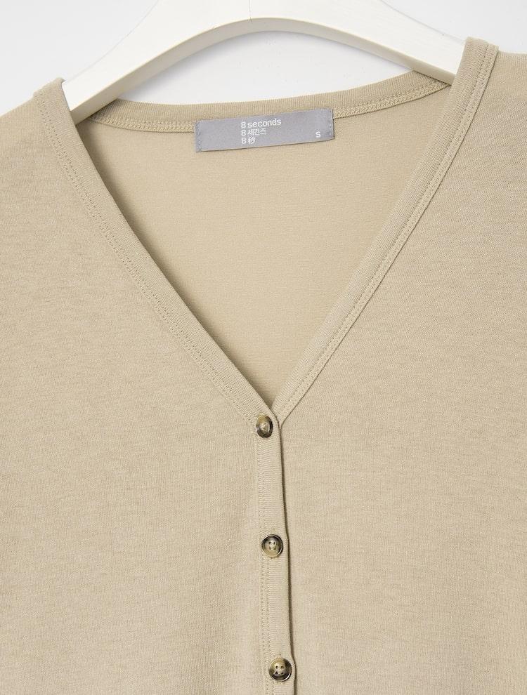 에잇세컨즈(8SECONDS) 베이지 서머 버튼 브이넥 티셔츠_루즈핏 (321441LY1A)