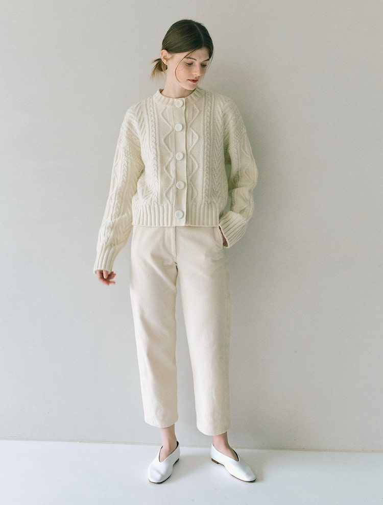 오이아우어(OIAUER) Cable Cardigan in Ivory