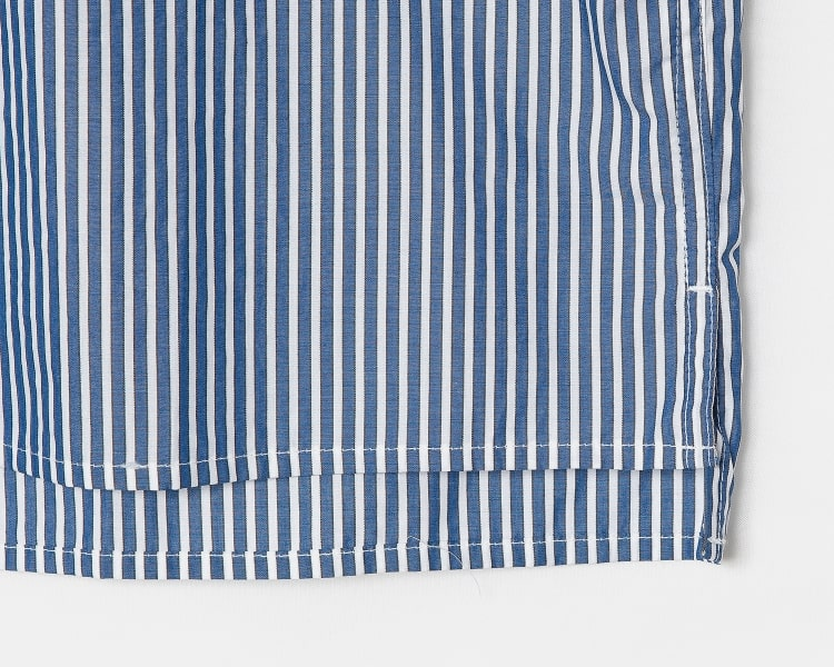 에잇세컨즈(8SECONDS) 블루 스트라이프 슬릿 언밸런스 칼라 셔츠 (219765BY3P)