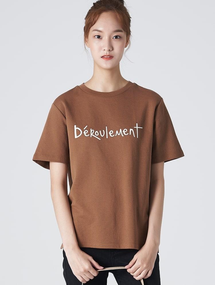 에잇세컨즈(8SECONDS) 바이올렛 이중지 레터링 그래픽 슬릿 티셔츠 (329842LY1S)