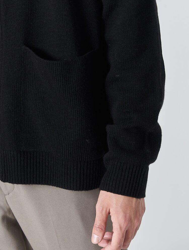 에잇세컨즈(8SECONDS) 블랙 소매 패치 하프넥 카디건 (429X5ALY35)