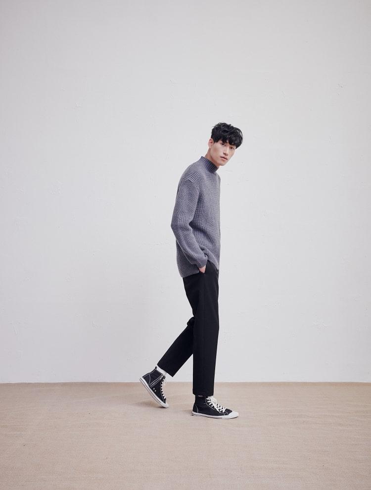 엠비오(MVIO) 블루 하프터틀넥 루즈핏 스웨터