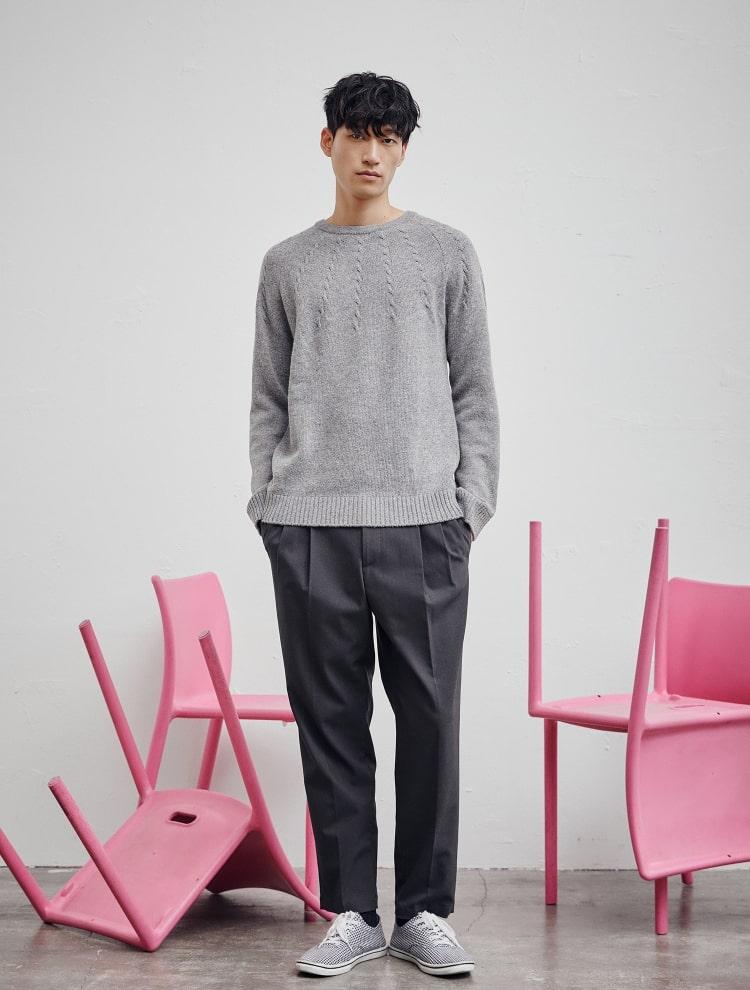 엠비오(MVIO) 그레이 케이블 조직 라운드 스웨터