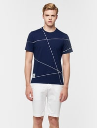 블루 대각선 프린트 반팔 라운드넥 티셔츠
